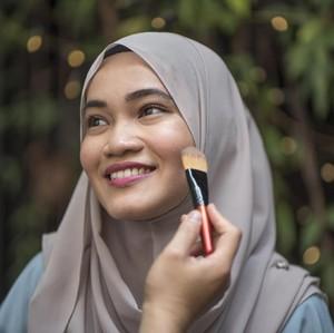 Tren Makeup Lebaran 2021, Bibir Jadi Highlight Walau Ditutup Masker