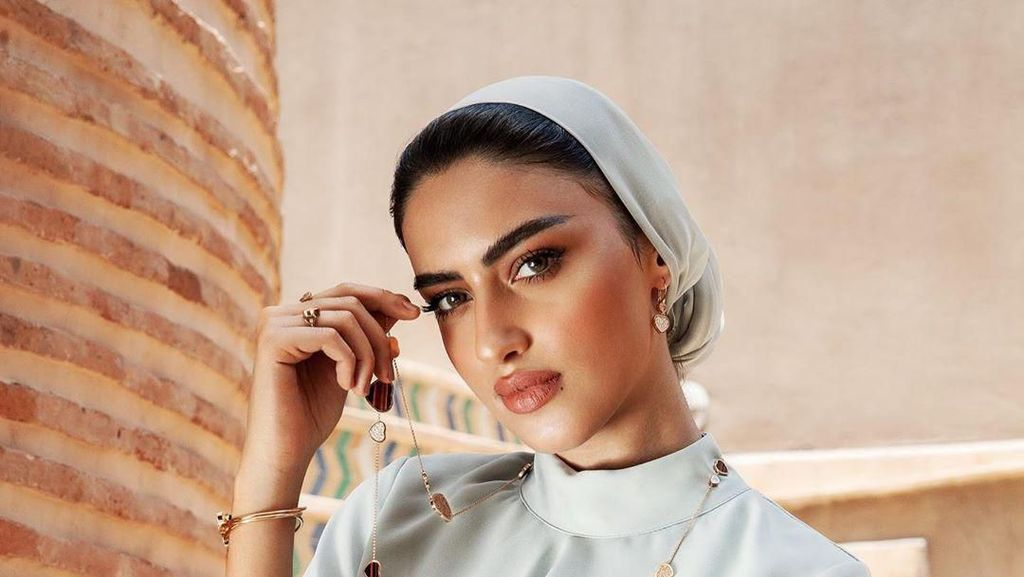 Pesona Yara Alnamlah, Selebgram Arab Saudi yang Bangga Pakai Abaya