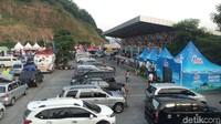 Parkiran di Rest Area KM 429 cukup luas (Aji Kusuma/detikcom)