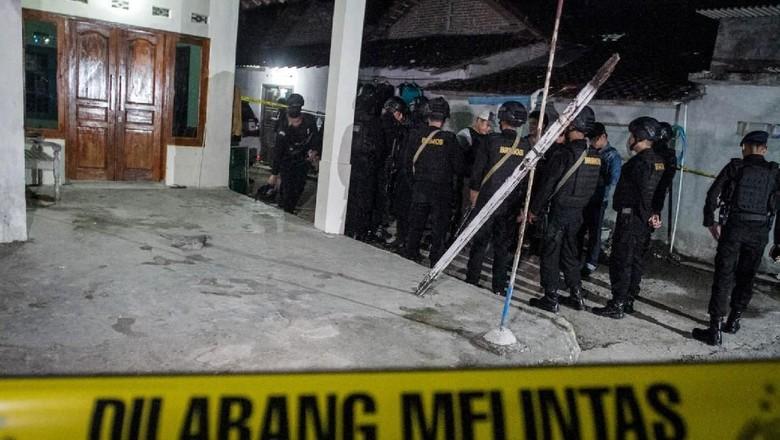 Keluarga RA, Bomber Pospol Kartasura Sukoharjo Diperiksa Polisi