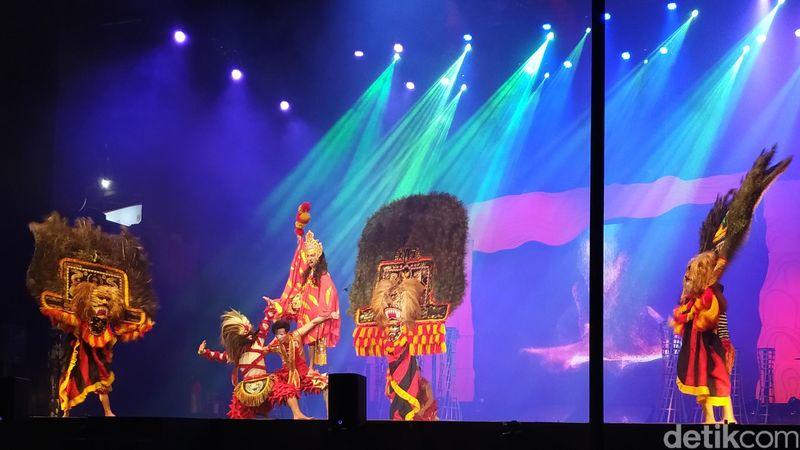 Sirkus Mahabaya adalah pertunjukan baru di Trans Studio Bandung. Sirkus ini memadukan budaya lokal seperti Reog Ponorogo (Mukhlis/detikcom)