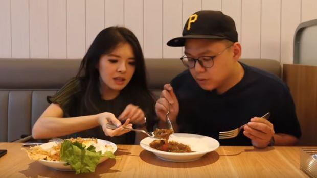 Food Vlogger Sebut Nasi Goreng Syahrini Hambar