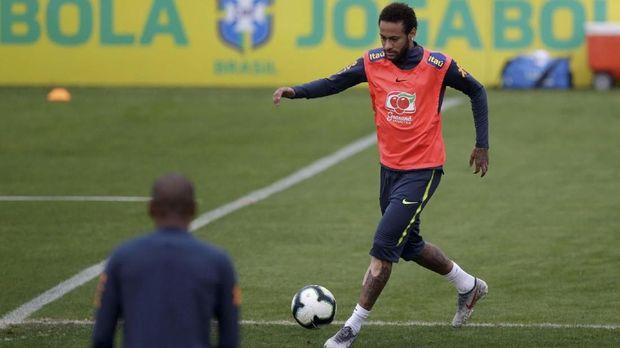 Neymar diklaim cedera usai laga Brasil vs Qatar.