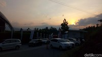 Sunset indah ini menjadi pengalaman berkesan di penghujung Ramadhan (Aji Kusuma/detikcom)