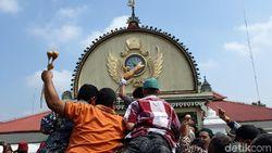 Meriahnya Rayahan Gunungan Gerebeg Sawal Keraton Yogyakarta
