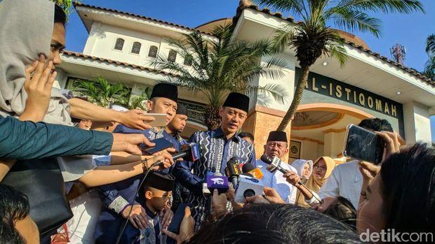 AHY saat jumpa pers di Masjid Al Istiqomah Cikeas