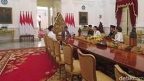 Momen Hangat Halalbihalal Jokowi, Iriana, Kaesang dan AHY-Ibas di Istana