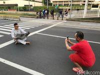 HI-Thamrin Lengang di Hari Pertama Idul Fitri, Warga Foto-foto di Tengah Jalan