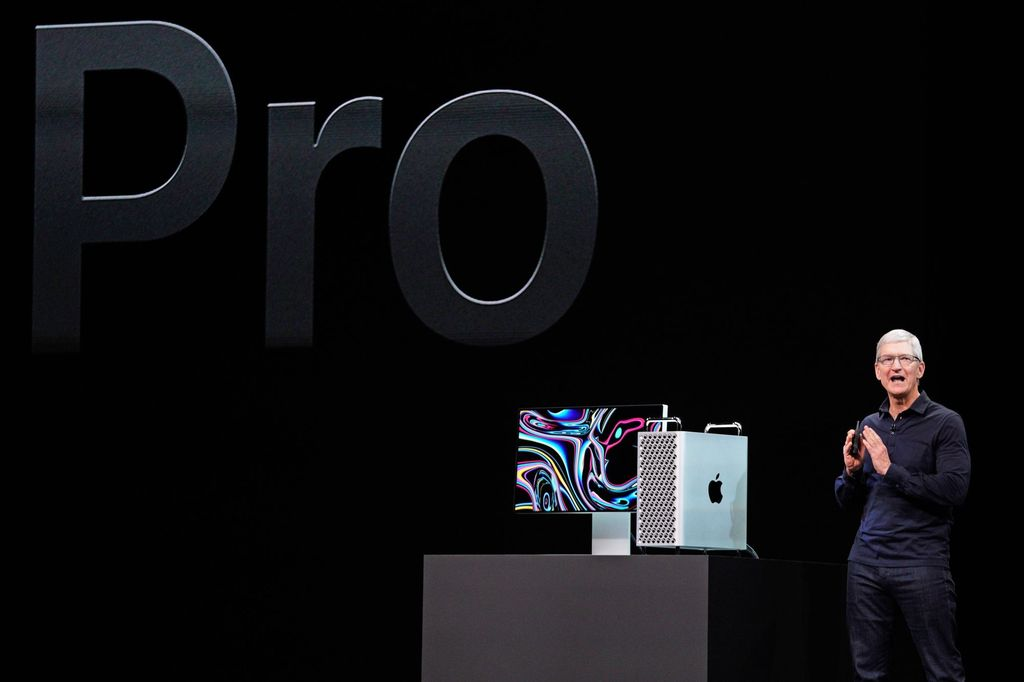 CEO Apple, Tim Cook, ketika memperkenalkan Mac Pro terbaru. Foto: Reuters