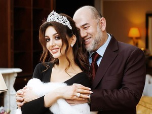 Dikabarkan Cerai, Miss Moscow Pamer Video Romantis dengan Sultan Malaysia