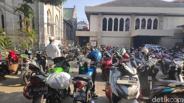 Katedral menyediakan parkir untuk jemaah salat Id di Istiqlal