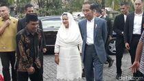 Mudik, Jokowi Bagikan 4 Ribu Paket Sembako ke Warga Solo
