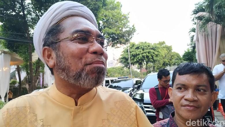 Ngabalin: Kenapa Mesti Pemerintah Dibebani Pemulangan Habib Rizieq?