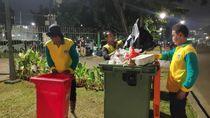 Cerita Mereka yang Sigap Jaga Kebersihan Monas di Libur Lebaran