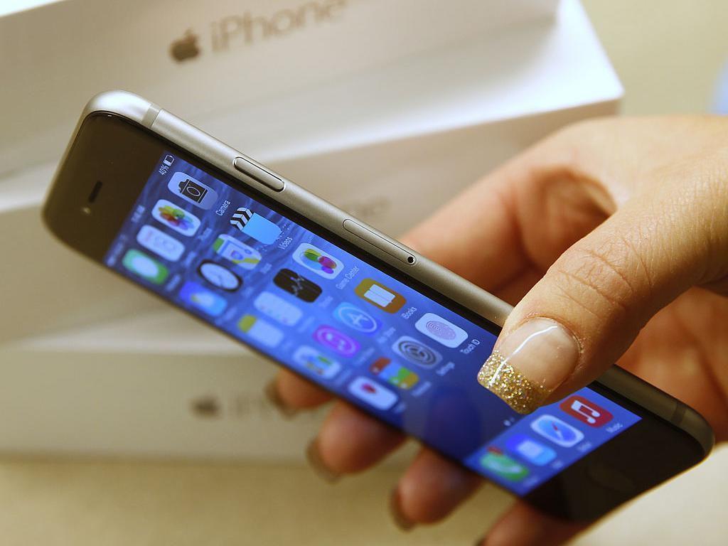 iPhone 6 dan iPhone 6 Plus serta generasi sebelumnya dipastikan tidak akan mendapatkan pembaharuan iOS 13, tanda bahwa smartphone ini mulai terlupakan. Foto: Getty Images