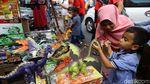 Mumpung Libur, Ajak Anak-anak ke Pasar Gembrong Beli Mainan
