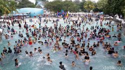 Serunya Bermain Air di SnowBay Waterpark TMII