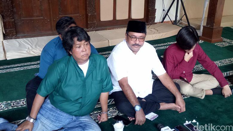 Rano Karno menggelar silaturahmi dengan keluarga film dan sinetron SI Doel di kediamannya. Foto: (Desi/detikHOT)