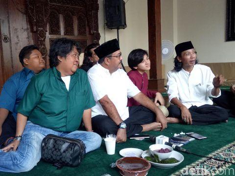 Mengintip Suasana Halal Bi Halal Keluarga 'Si Doel' di Rumah Rano Karno