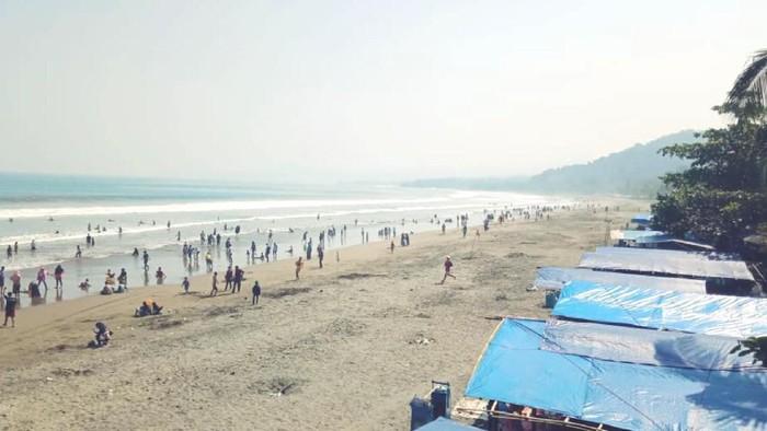 Suasana libur lebaran di Pantai Palabuhanratu, Sukabumi. (Foto: Istimewa)