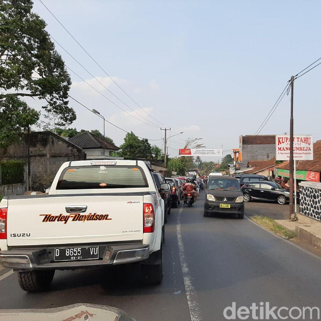 Singaparna Tasikmalaya Macet Hingga 5 KM, Polisi Rekayasa Jalur