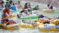 Taman Mini Indonesia Indah (TMII) jadi favorit untuk wisata bareng si buah hati. Ada aneka anjungan budaya, waterpark Snow Bay dan aneka museum yang edukatif (Grandyos Zafna/detikcom)