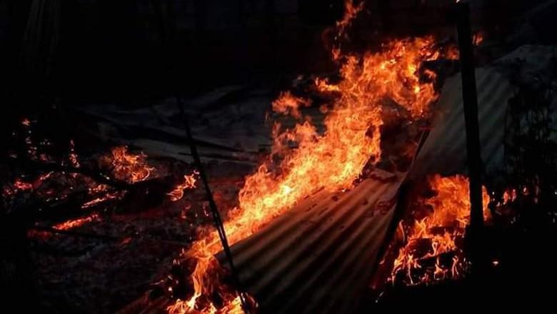 1 Orang Tewas-2 Luka Akibat Bentrok dan Pembakaran 87 Rumah di Buton