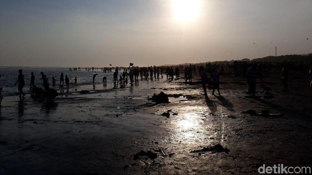 Hari Kedua Lebaran, 86 Wisatawan di Parangtritis Diserang Ubur-ubur