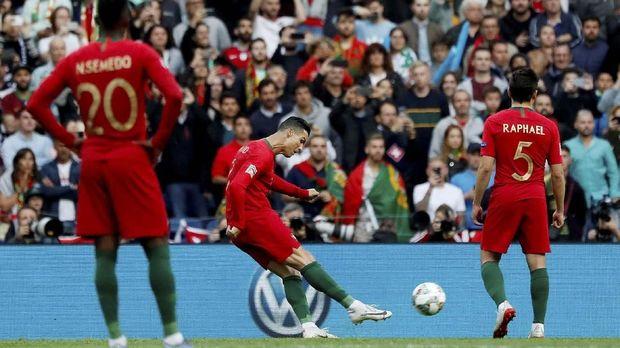 Cristiano Ronaldo cetak hattrick ke gawang Swiss.