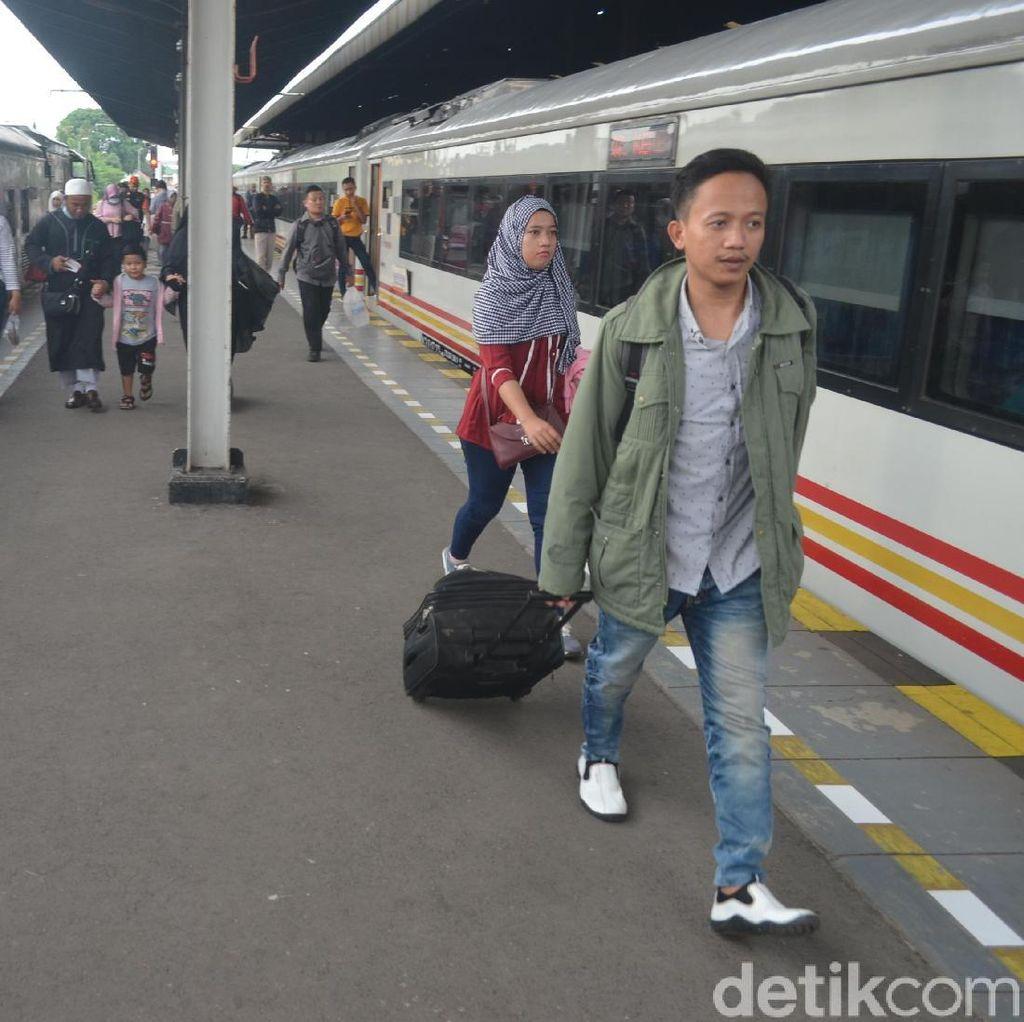 Catat! Mulai Awal Desember Jadwal Perjalanan Kereta Api di Cirebon Berubah