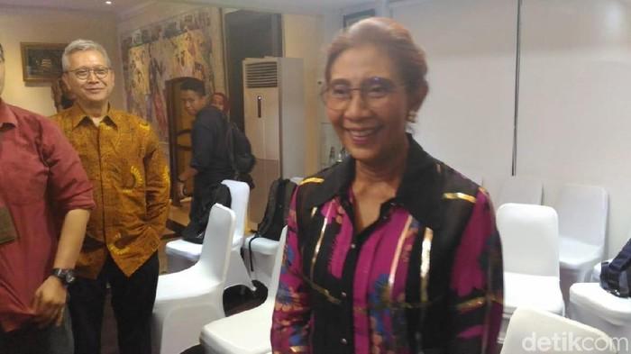 Saat open house Lebaran, Menteri Susi pamer busana yang dibeli online