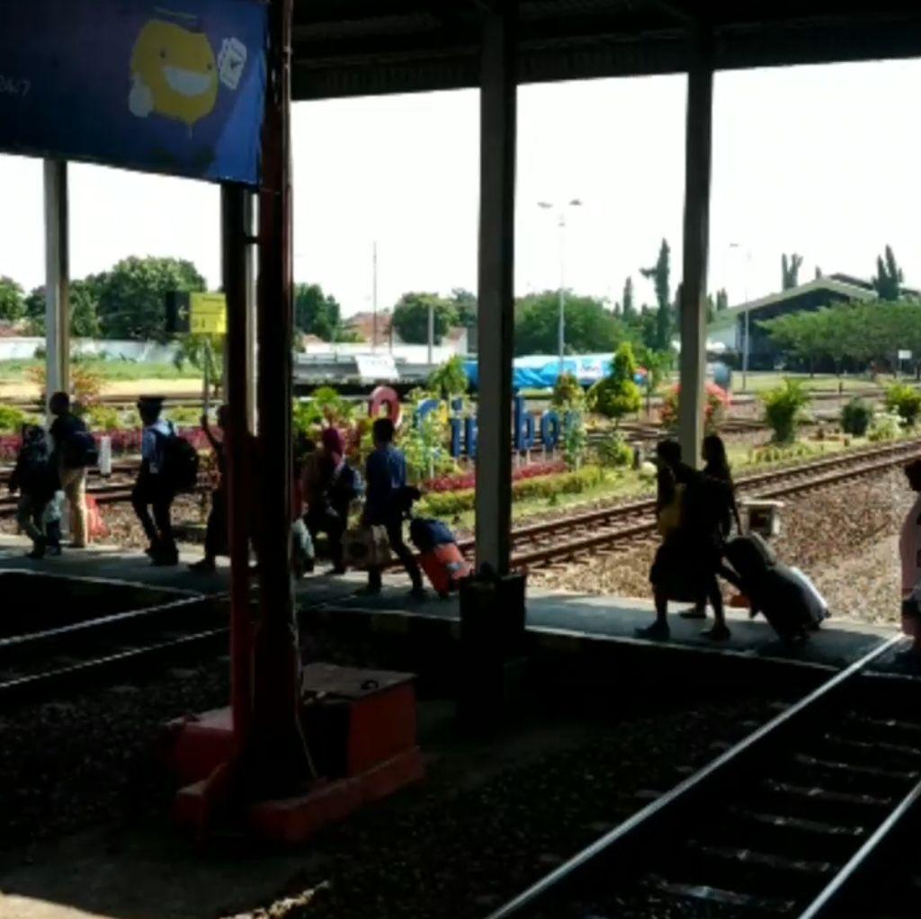 Hawa Arus Balik Lebaran di Stasiun Cirebon Sudah Terasa