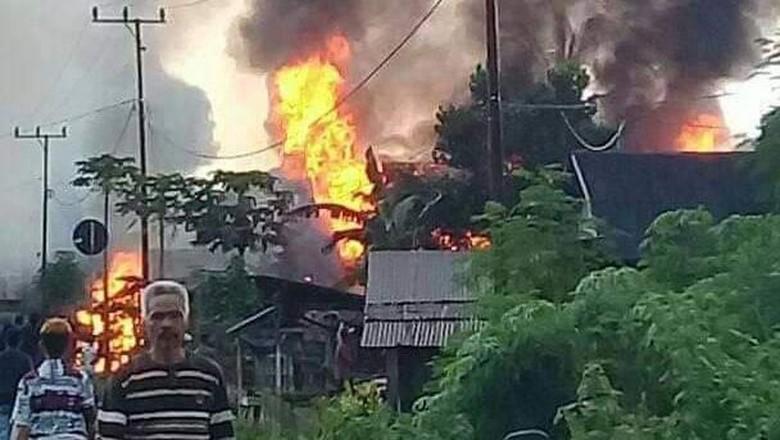 Gubernur Sultra Janji Bangun Rumah Warga Korban Bentrokan di Buton