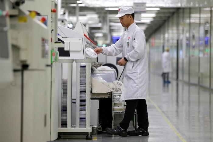 Pabrik ponsel Huawei. Foto: Reuters