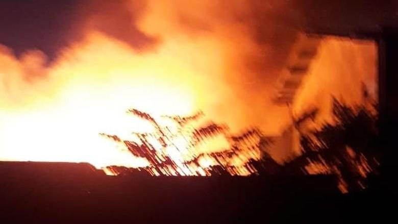 Permukiman Padat di Pulogadung Jaktim Terbakar, 18 Unit Damkar Dikerahkan