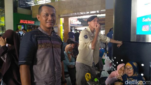 Cerita Pemudik Jakarta Bawa Bir Pletok-Dodol Betawi ke Kampung Halaman
