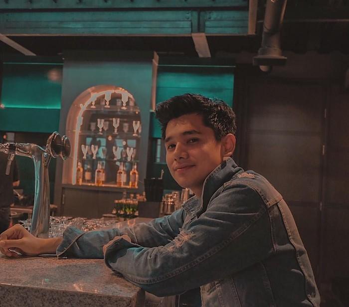 Inilah sosok Rayn Wijaya. Berusia 23 tahun, Rayn tengah mendulang sukses lewat perannya di sebuah sinetron di stasiun televisi swasta. Foto: Instagram raynwijaya26