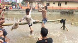 Berani Ikut Lomba Gebuk Bantal dan Panjat Pinang di Ciamis?