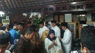Usai Tahlilan Wafatnya Ibu Ani, Warga Sampaikan Dukacita dan Salami SBY