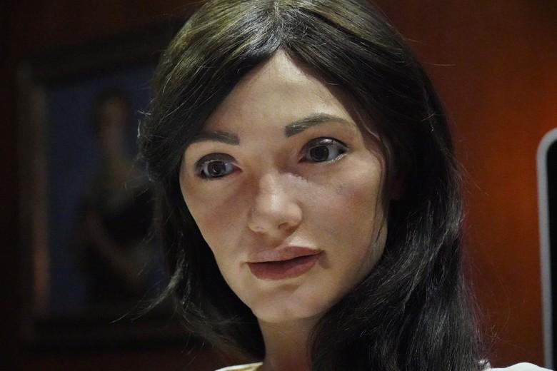 Ai-Da didefinisikan sebagai robot seniman humanoid ultra-realistis pertama di dunia. (Foto: Matthew Stock/Reuters)