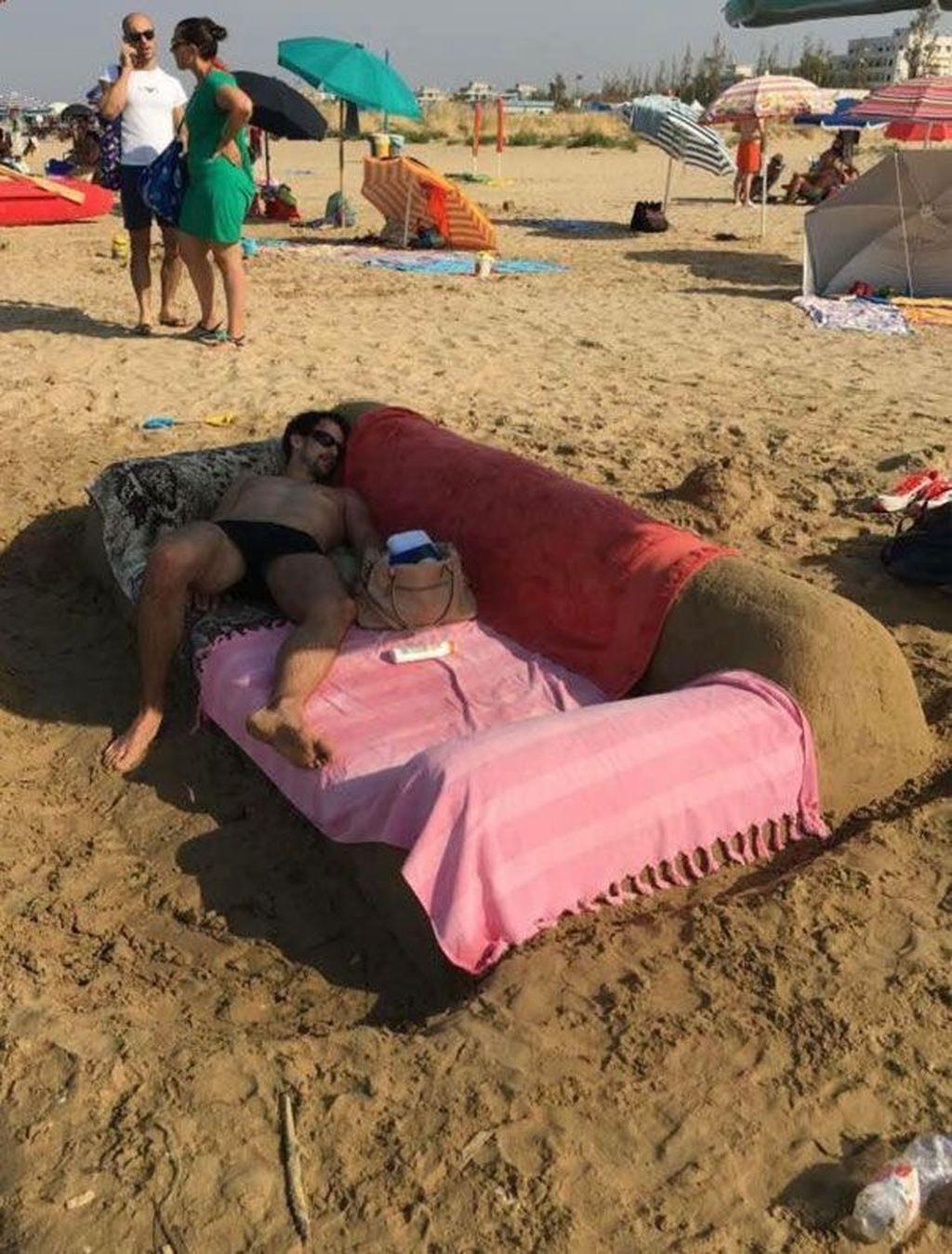 Karena kastil dari pasir sudah kelewat mainstream... (Foto: Boredpanda.com)