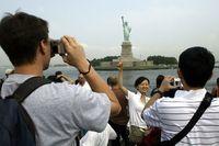 Turis China di Patung Liberty (AFP)