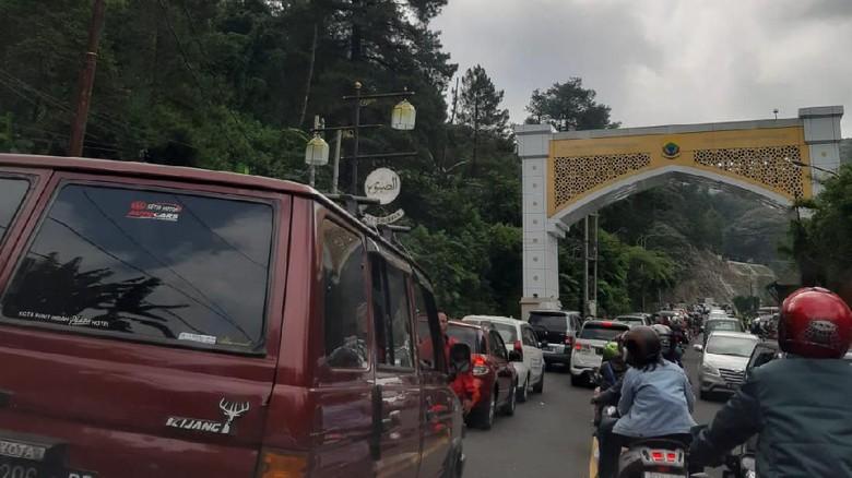 Cipanas Menuju Puncak Macet Parah, Polres Cianjur: Imbas One Way dari Bogor