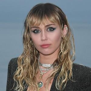 Miley Cyrus Cuma Keramas 2 Kali Selama Karantina 4 Bulan