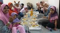Komunitas muslim Indonesia yang populasinya cukup banyak di Hiroshima, Ramadhan tahun ini berkesempatan menyediakan iftar paling banyak di antara negara yang lain. (Septia Hardy Sujiatanti/Istimewa)