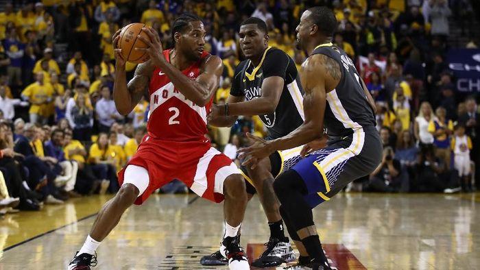 Toronto Raptors mengalahkan Golden State Warriors di game 4 Final NBA (Foto: Ezra Shaw/Getty Images)