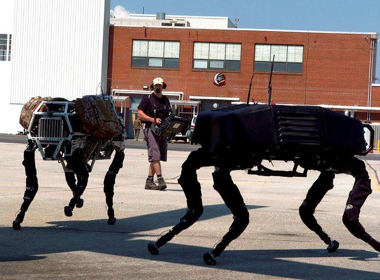 Anjing robot ini diproduksi oleh Boston Dynamics. Anjing robot ini sempat viral karena gerakannya yang hidup melakukan tugas sehari-hari, seperti membuka pintu atau bekerja di mesin cuci piring dengan presisi.Foto: Dok. Boston Dynamics