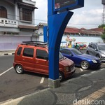 Ups! Parkir Mobilnya Salah Garis