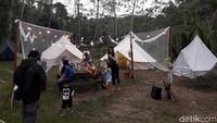 Berada persis di lereng Gunung Merapi, Indekostour Glamping memiliki 10 tenda yang isinya kasur sejumlah tamu dan fasilitas tidur lainnya. Total bisa menampung sekitar 55 orang (Ristu/detikcom)