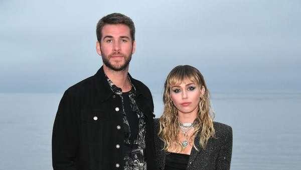 Melihat Lagi Momen Pernikahan dan Kemesraan Miley Cyrus-Liam Hemsworth